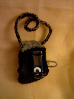 mp3 Hanging Sleeve (features_ two crocheted strands to hold the mp3 player in place and an crocheted shelf to help thwart accidental slippag